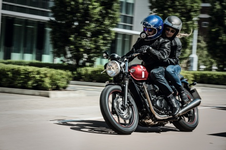 Street_Twin_Riding_Shot_002