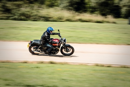 Street_Twin_Riding_Shot_003