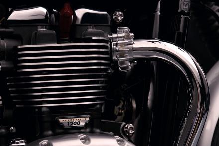 Bonneville_T120_Details_Header_Pipes