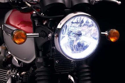 Bonneville_T120_Details_Headlight