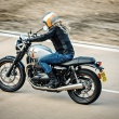 Street_Twin_Riding_Sho_004