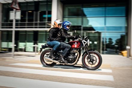 Street_Twin_Riding_Shot_001