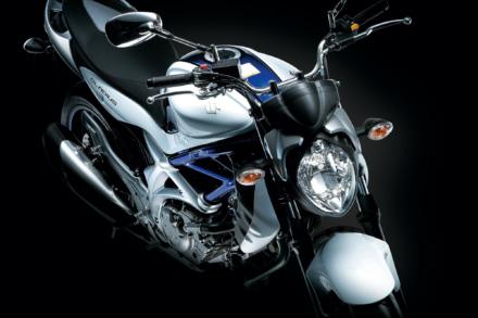 シャープなデザイン&399ccのVツインエンジンが個性を発するGLADIUS400 ABS まとめ