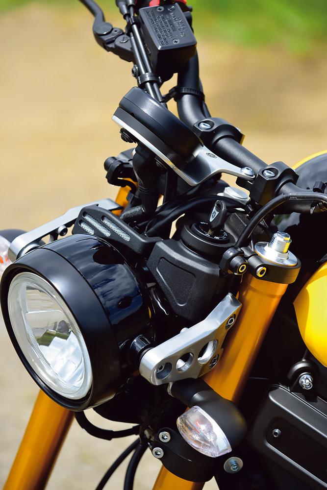 ヤマハ・XSR900のヘッドライト