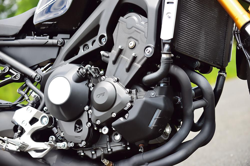 ヤマハ・XSR900のエンジンは直列3気筒