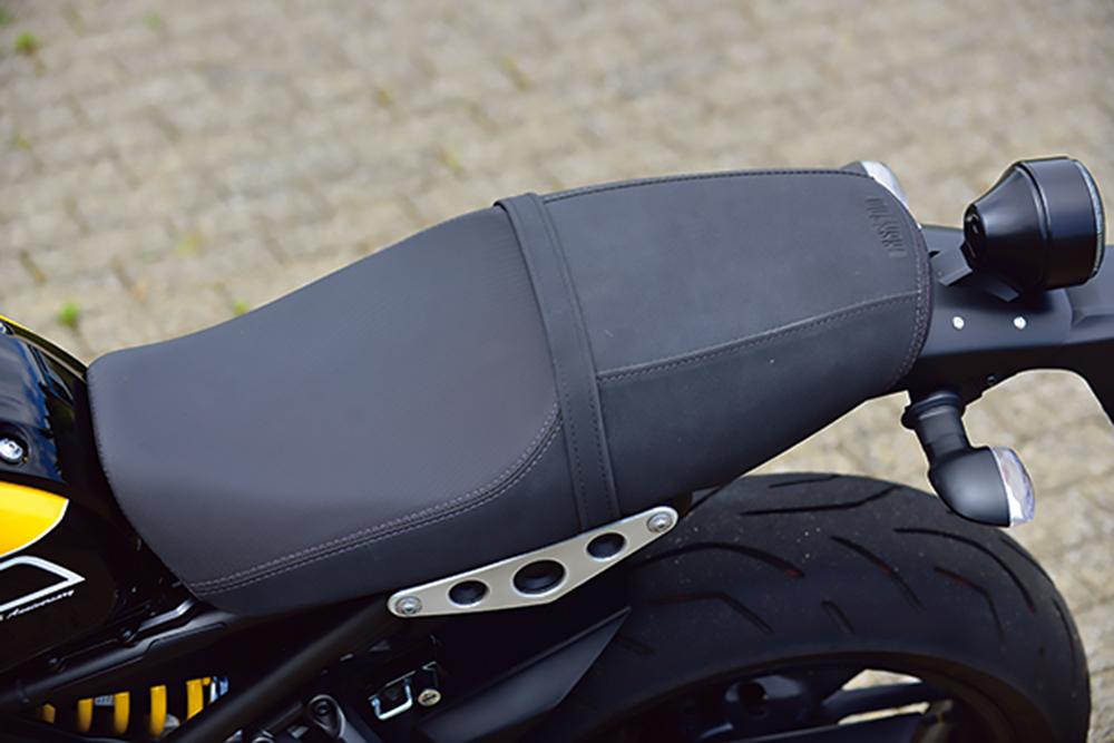 ヤマハ・XSR900のシート