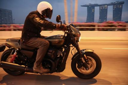 シンガポールでハーレーのニューモデル・STREET RODに試乗!