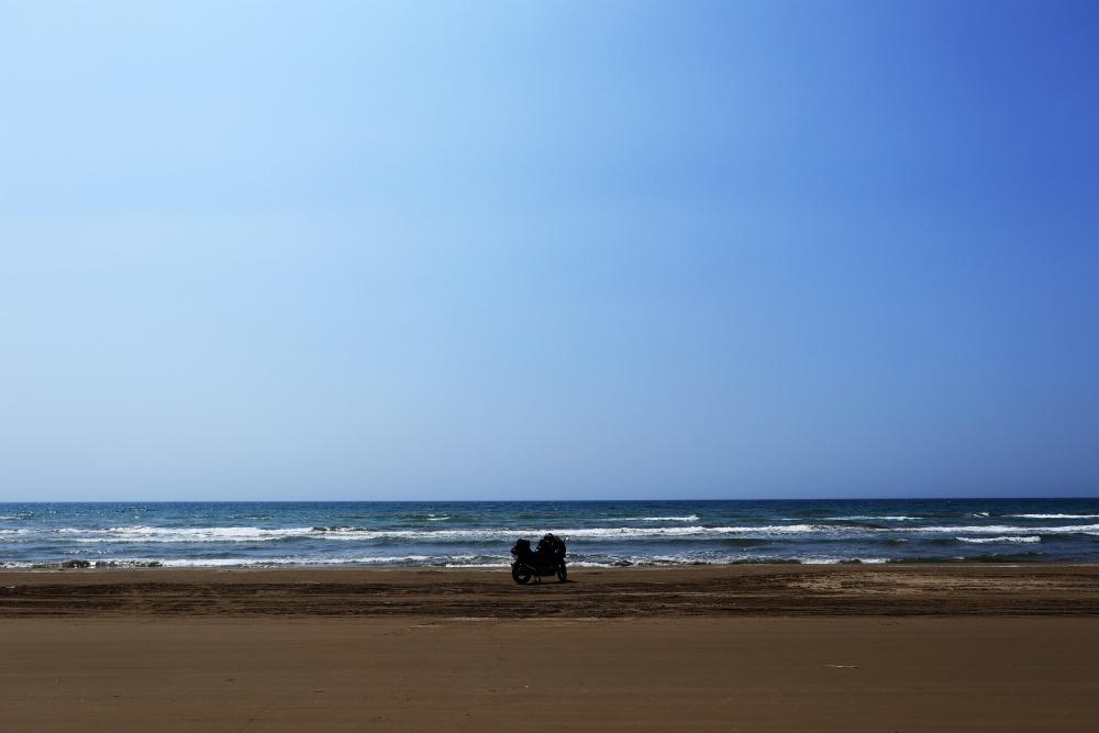 青空と海とバイク