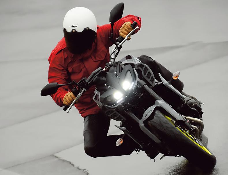 ヤマハのMT-09は、トラクションコントロールシステムを装備。ウエット路面での安心感が高い