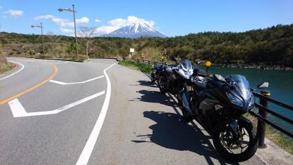 富士山を背に。