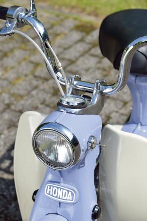 ホンダのポートカブC240のヘッドライト