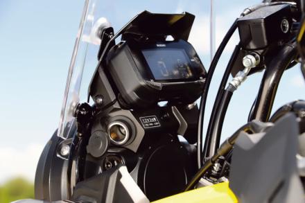 スズキ Vストローム250にはアクセサリーソケットがある