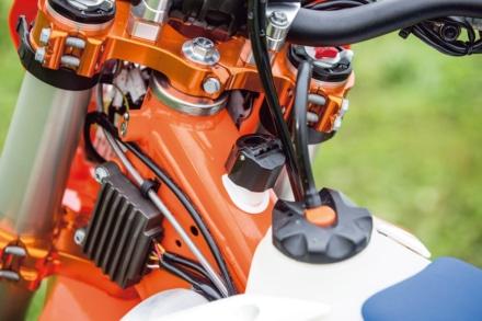 KTMの250EXC TPIの2ストオイルは分離給油