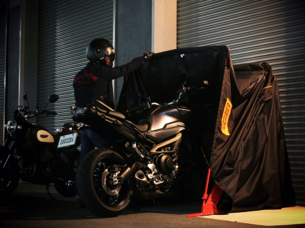 ドッペルギャンガーより、10秒で収納可能なバイク用簡易ガレージが登場