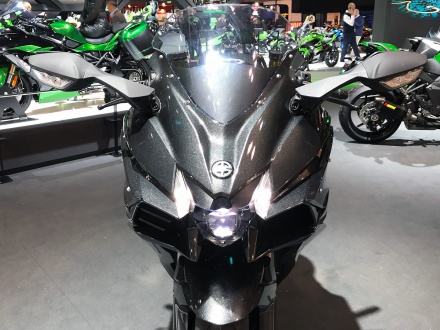スーパーチャージャー搭載のツアラー・Ninja H2 SXなどがカワサキから発表! 国内販売は2018年春スタート