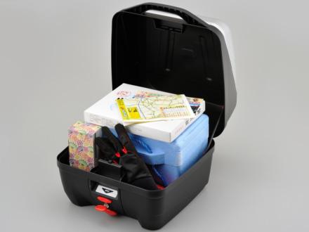 デイトナより、箱型のお土産などが収納しやすいスクエア形状のGIVI製モノロックケースが登場