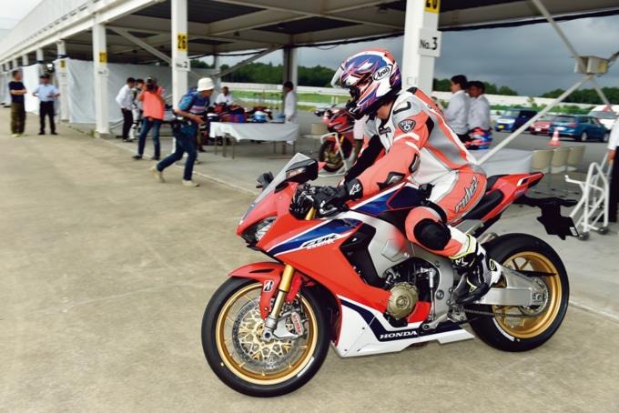 CBR1000RRでサーキットにコースインして試乗インプレッションだ!
