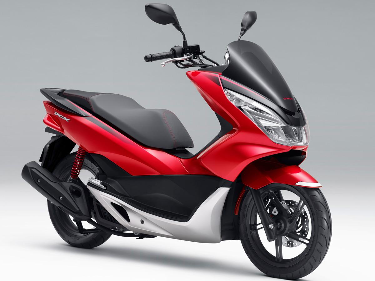 Honda Pcx 150 >> 新設計のダブルクレードルフレーム採用!フルモデルチェンジを受けた新型PCX/150/ABSが登場 | バイクニュース ...