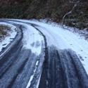 オフ車は雪道でも安心して走れます。