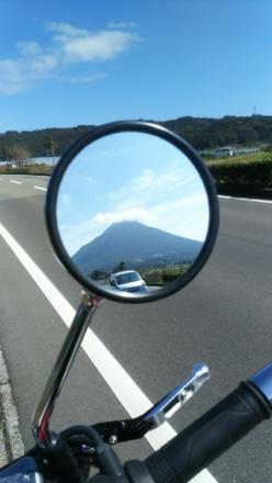 鏡の中の開聞岳