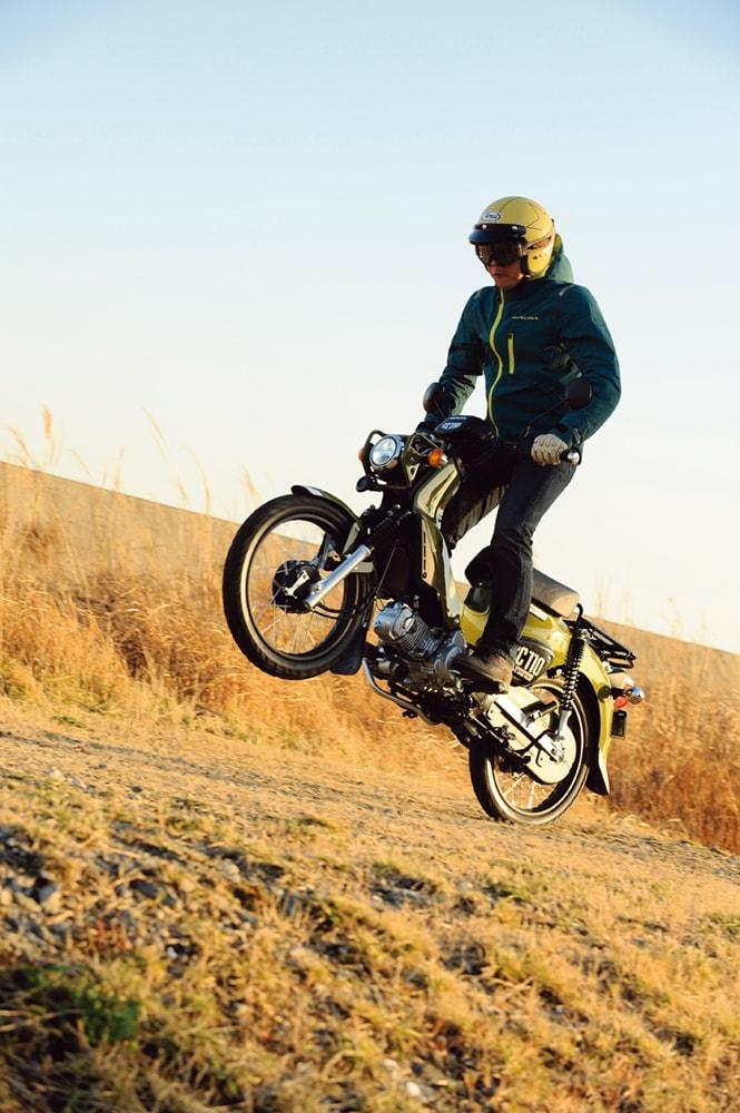 クロスカブ110でフロントアップとジャンプに挑戦!