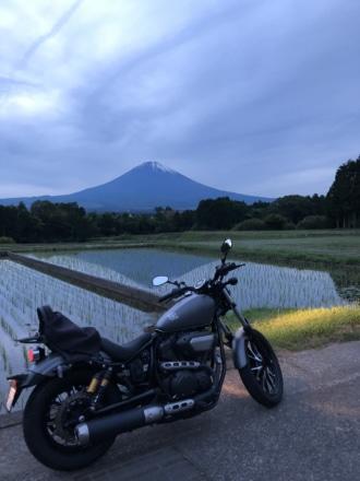 田んぼに映る逆さ富士