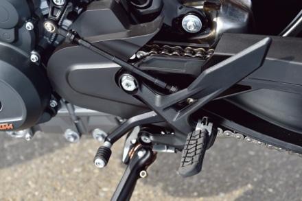 KTMの790デュークのステップまわり