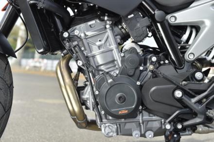 KTMの790デュークのエンジンは初のパラレルツインエンジンを採用