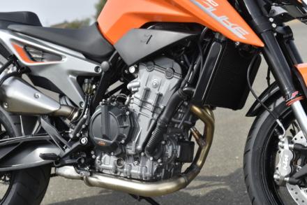 KTMの790デュークのエンジンはパラレルツイン
