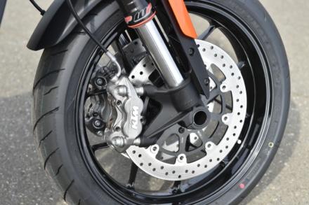 KTMの790デュークのフロントブレーキシステム