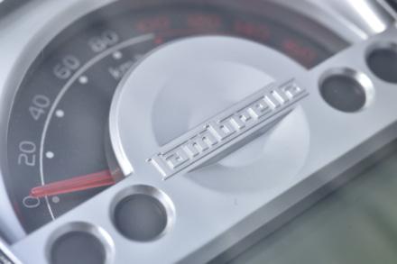 ランブレッタのV125スペシャルの指針式メーターは速度計