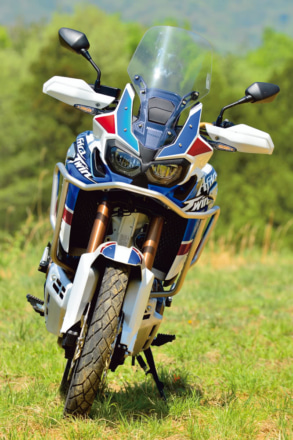 CRF1000L AfricaTwin ADVENTURE SPORTSのフロントビュー