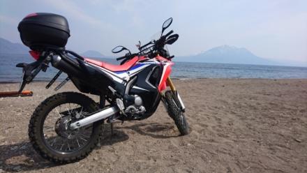 バイクと湖