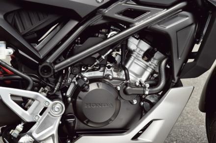 ホンダのCB125Rのエンジン