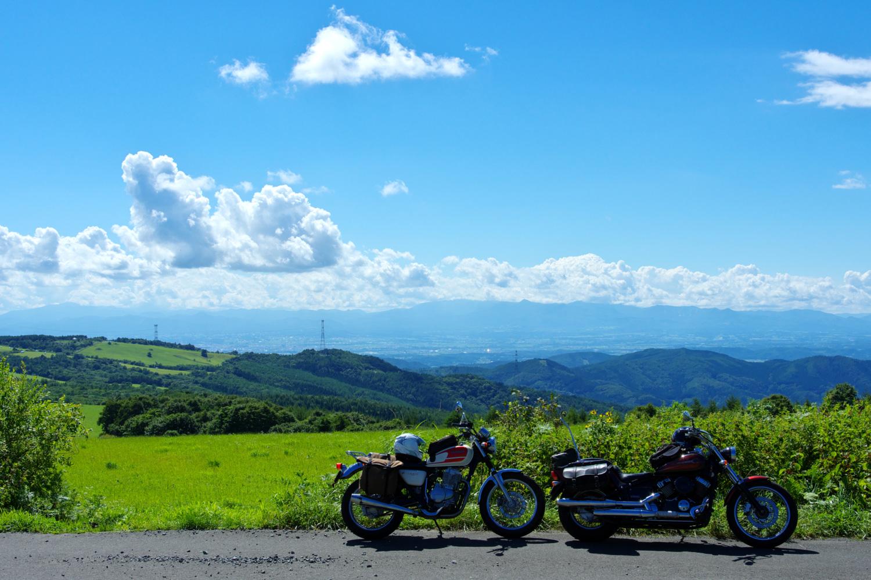 青と緑とバイクと