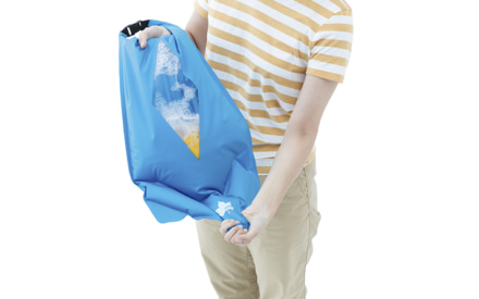 LOGOSからアウトドアで洗濯ができる『シェイク洗濯袋』が登場