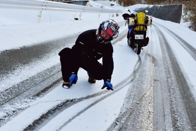 シャーベット状の雪道になっていよいよノーマルでは怪しくなってきた。頑張れTRICITY155