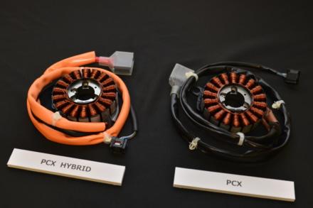 PCXハイブリッドのACGスターターモーター(左)