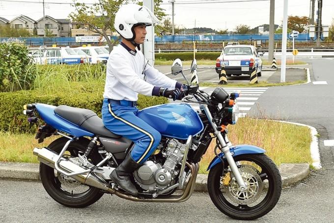 直線コースでなめらかなバイク走行