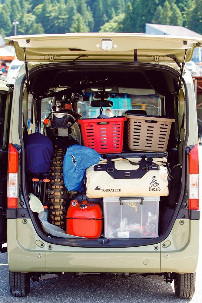 さらにキャンプ道具、小さめのカラーボックス、ウエア一式、バスケット×2などを積むすごいぞNバン!