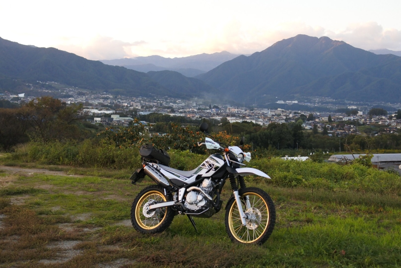 夕陽に染まる故郷の山