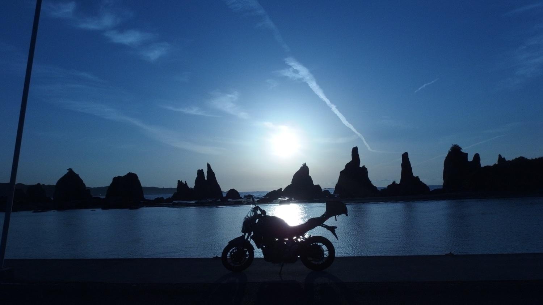 橋杭岩の朝日