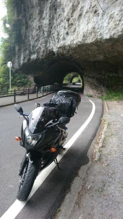 天然トンネルの先