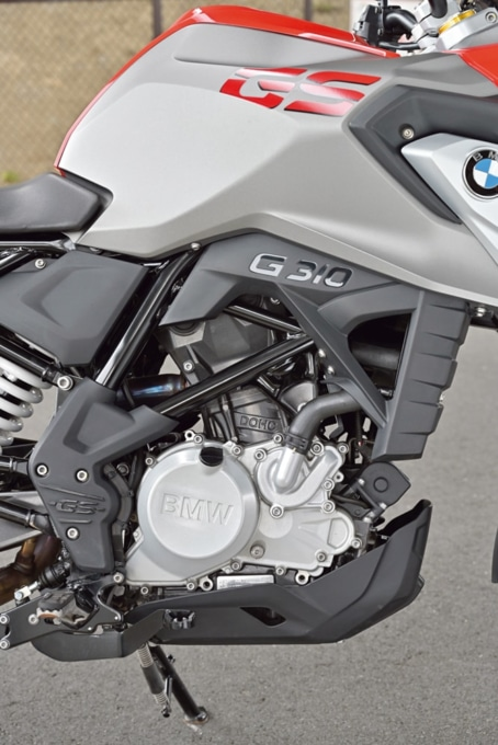 BMW・G310GSの後傾エンジン