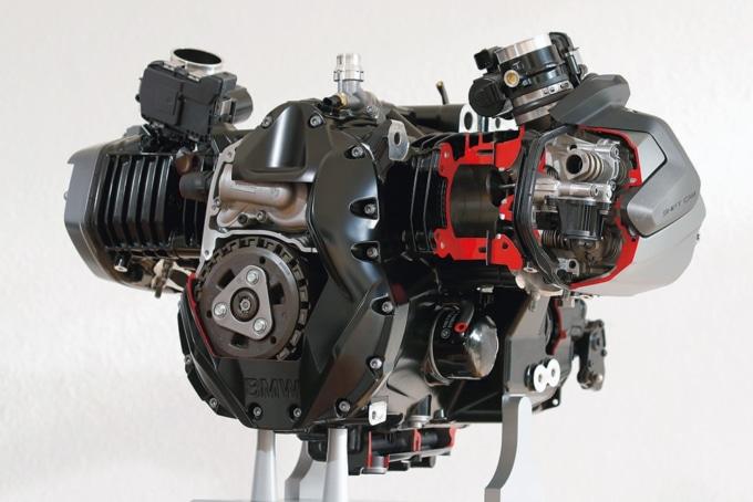 BMW R1250GS/HPの新型水平対向エンジン
