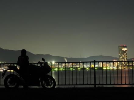 夜景とシルエット