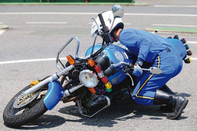 力よりも姿勢が大事!バイクの引き起こし方