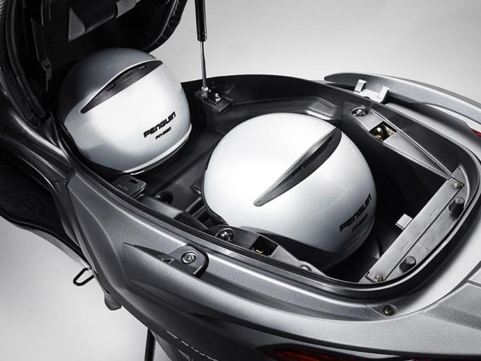 キムコ ダウンダウン125i ABSの収納スペース