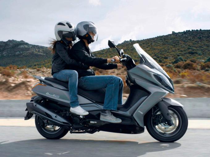 キムコ ダウンダウン125i ABSのタンデム走行イメージ