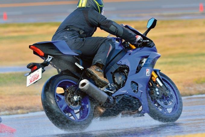 ブリヂストン バトラックス・ハイパースポーツ S22を履いたYZF-R6でインプレッション